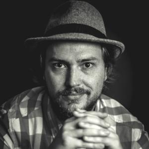 escritor curitibano Felipe Belão